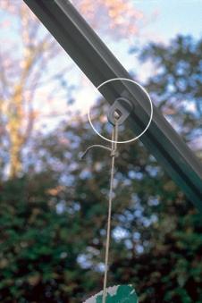 Aufhängervorrichtungen / Ösen für Juliana Gewächshaus Bild 1